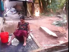 Desi Vilage Wife Straight from the shoulder Bathing on every side Go-go Caught by Indian Hidden Cams